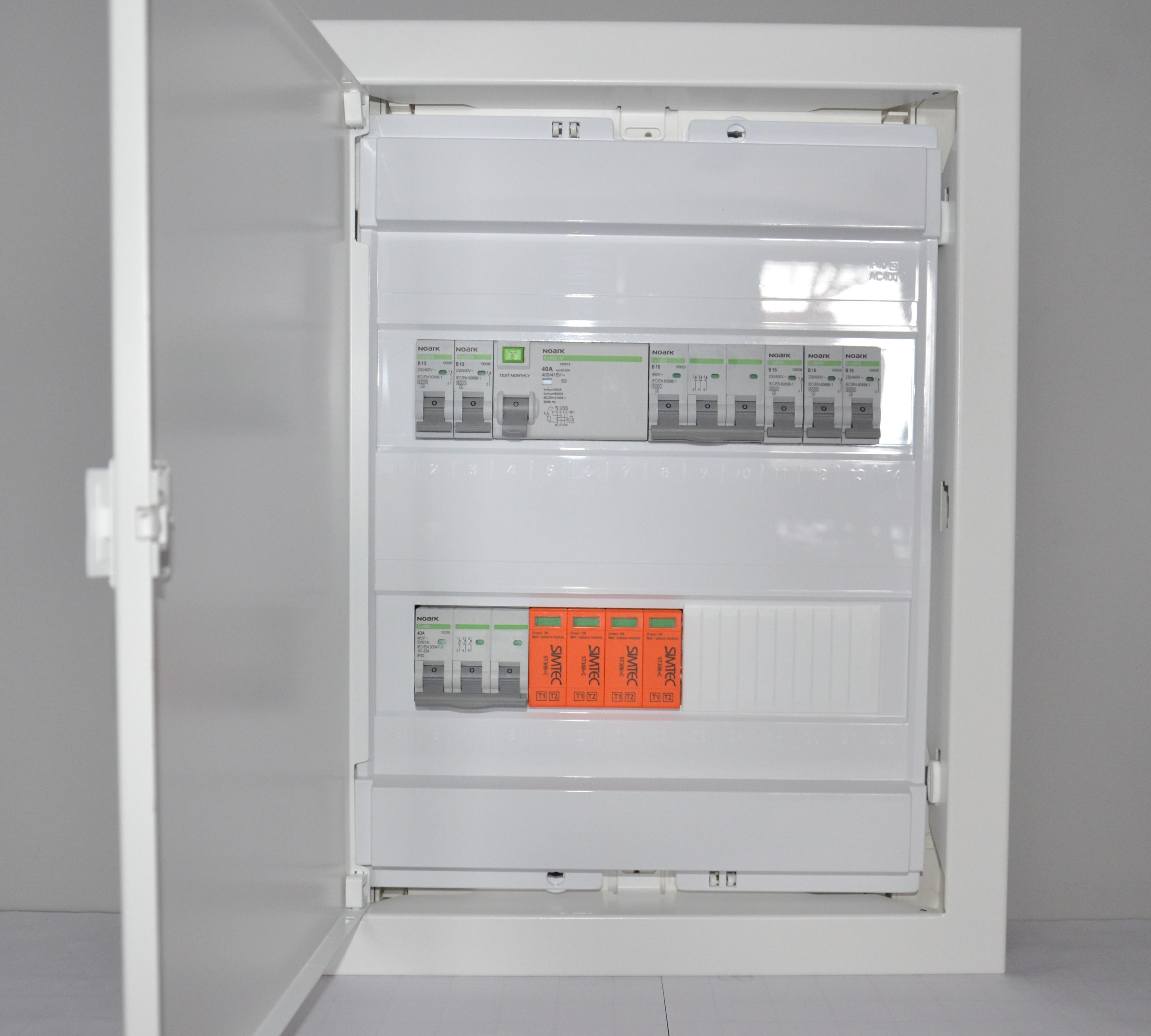 Prefabrykowana rozdzielnica elektryczna. Model DOM 2